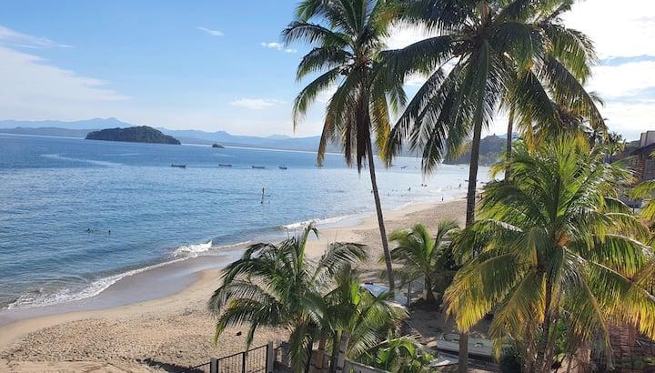 """ Casita Arriba"" Los Ayala Beachfront"
