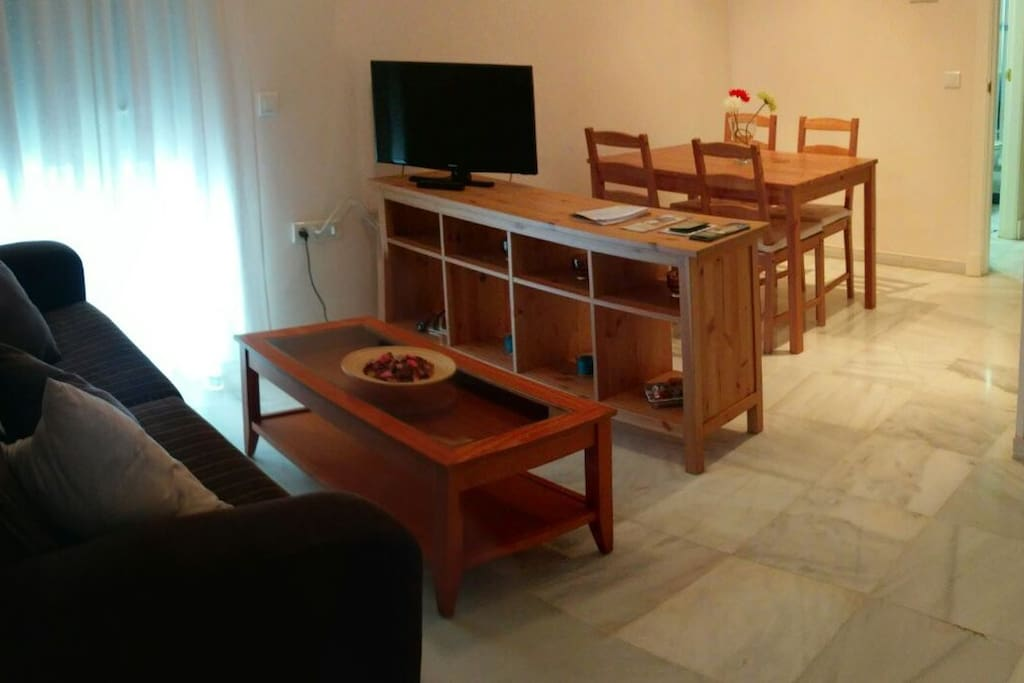 Salon con mesa para comer