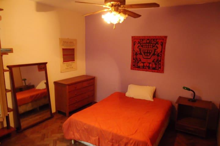 Muy confortable  habitación privada en Pocitos