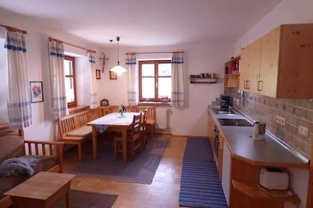 Balsnhof (Chamerau), Ferienwohnung Obstgarten (70qm) mit Küche und Terrasse