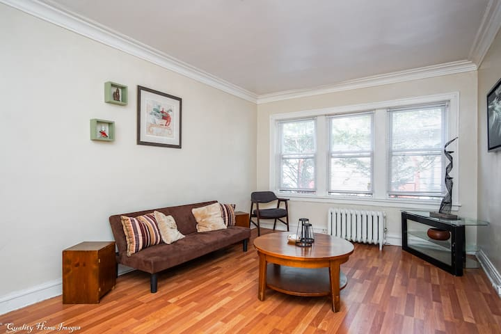 Free Street Parking & Cozy Apartment in Chatham