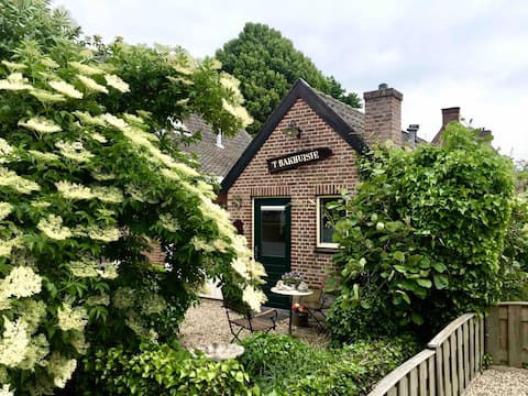 Old style guesthouse in countryside (Winssen)