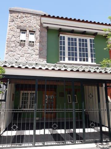 """Casa de lujo """"Puerta Quetzal"""""""