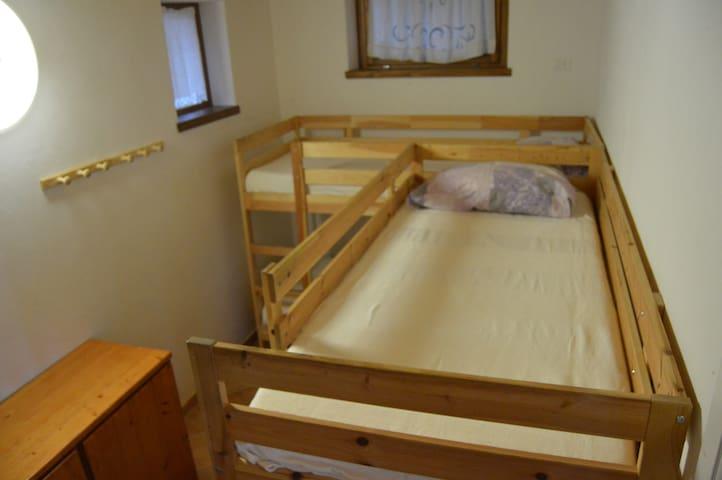 Camera da letto con letti a castello (4  posti letto)