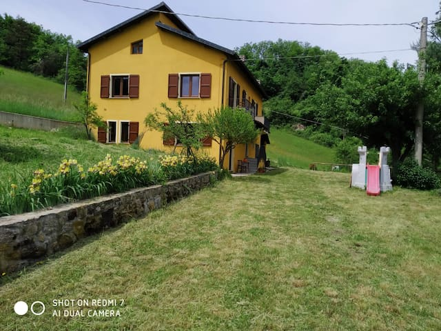 """La """"Casa Gialla"""" (Perlo, CN)"""