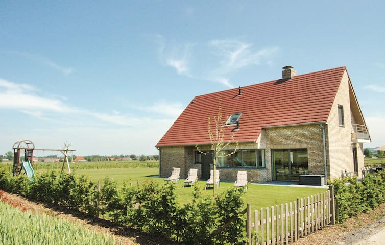 Holiday cottage with 5 bedrooms on 270 m² in Poperinge