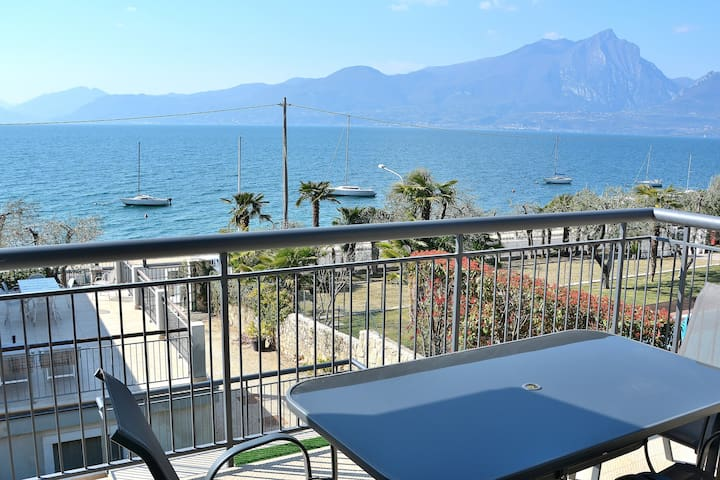 North Apartment Pool & Lake View - Torri del Benaco
