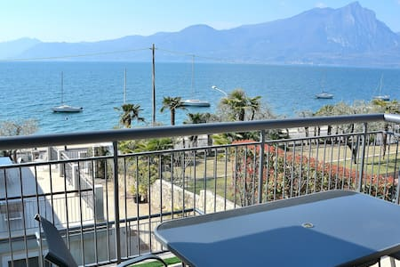 North Apartment Pool & Lake View - Torri del Benaco - Leilighet