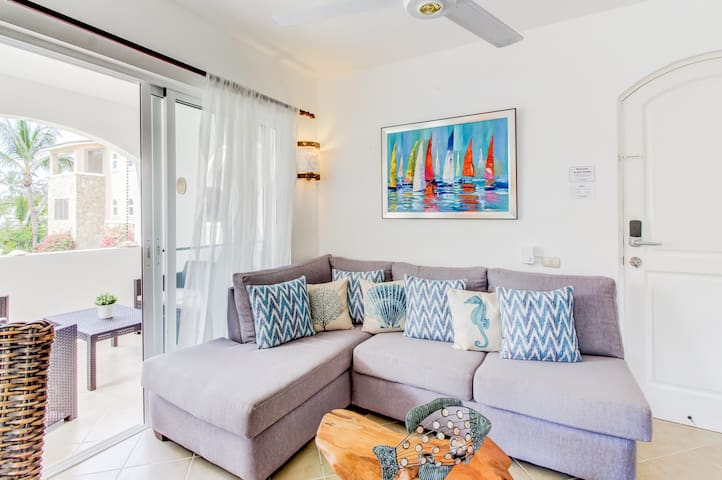 Exotic apt. w/shared pool, near the beach and close to adventures!
