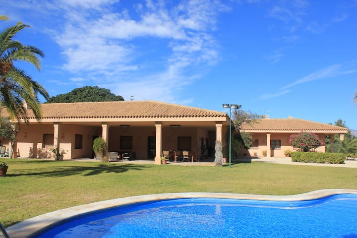 Casa rural colonial, jardin,piscina
