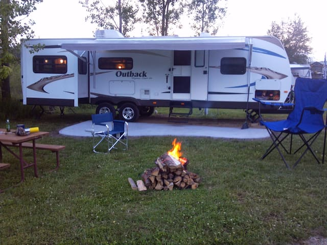 LETS GO OUTBACK, rv camper rental - Frankfort - Trailer