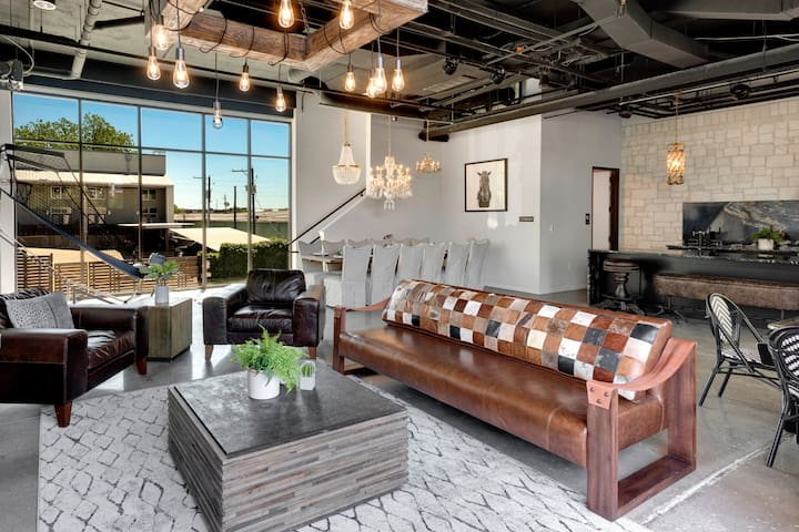 Inn Cahoots on 6th: 5BR/13Beds,Pool,Roofdeck (U3)