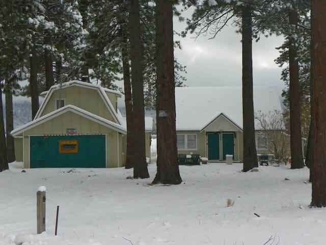 Lakeside Cabin 9-1 FREE Ski/Board Rental!