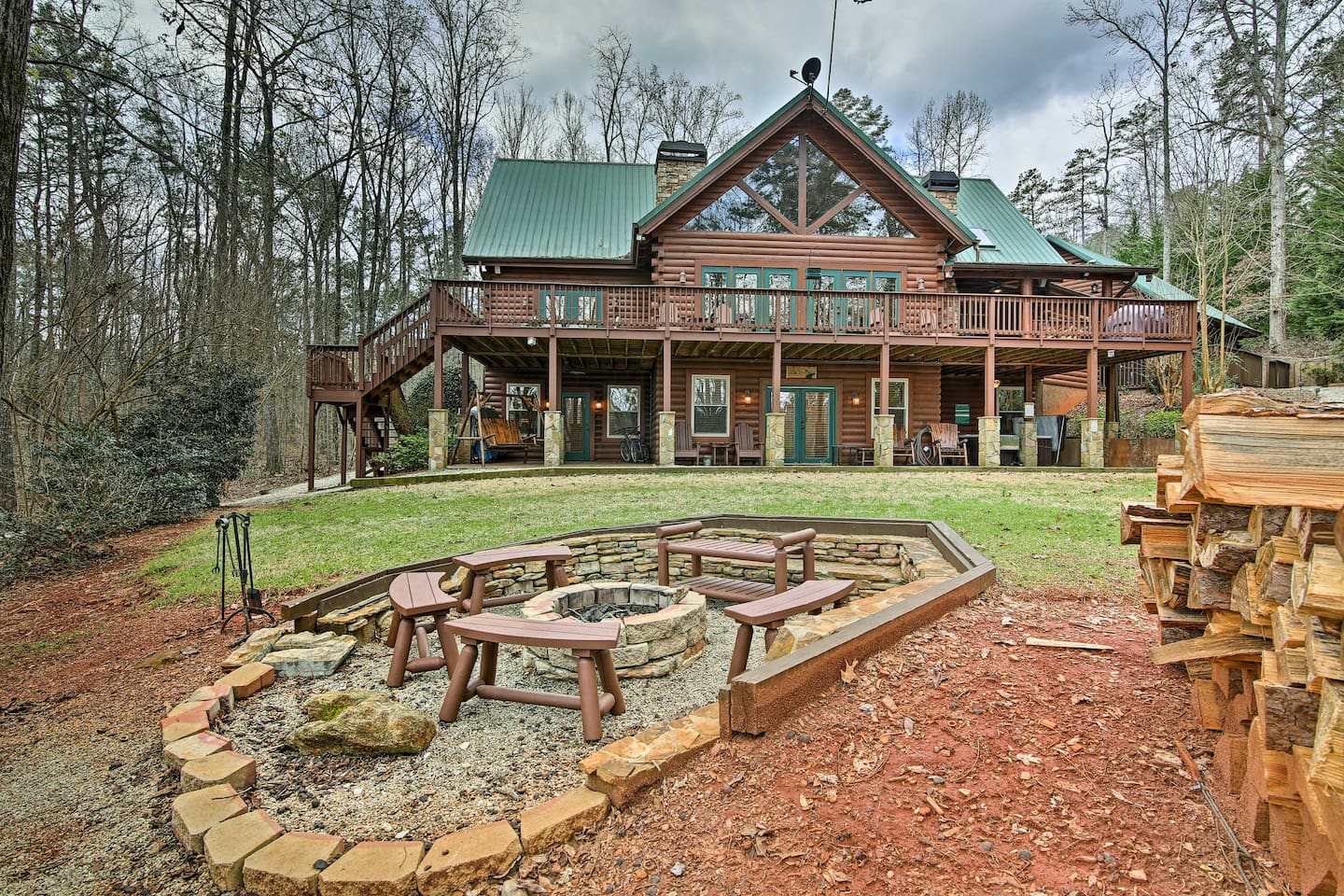 Pencil in a stay at this incredible Lake Hartwell custom-built cabin!
