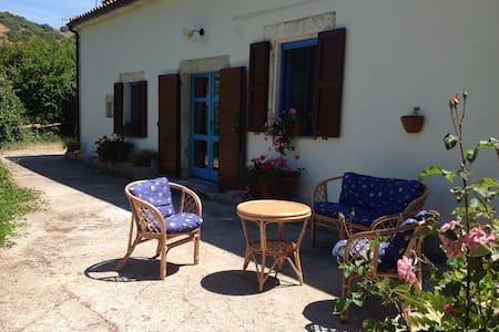 """""""Il Mulino"""" in Borgo tranquillo vicino al mare - San Lorenzo - Hus"""