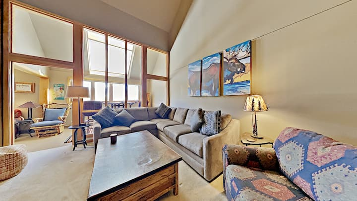 Oversized 2 bd condo with Loft, Sleeps 12!  On free Shuttle route