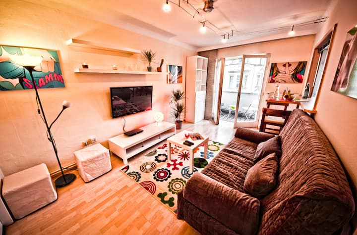 Cozy City Apartment (10min Center, 5min Metro)
