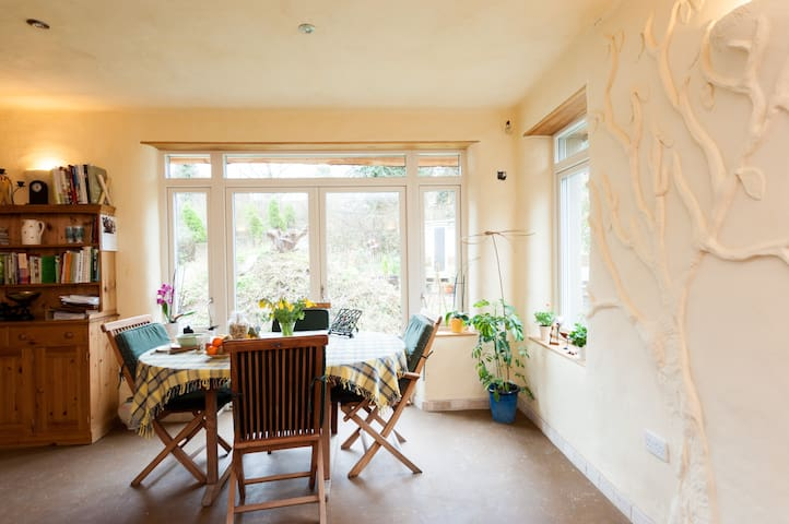 Spacious, bright & warm  Straw-bales Eco House - Stoke Ferry - Hus