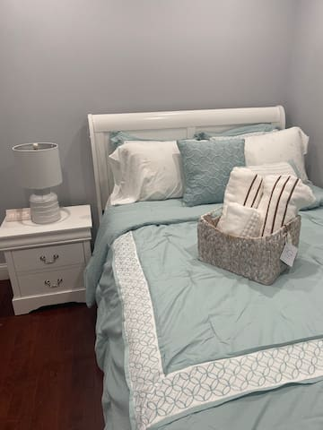 Newly renovated, modern 1 bedroom available