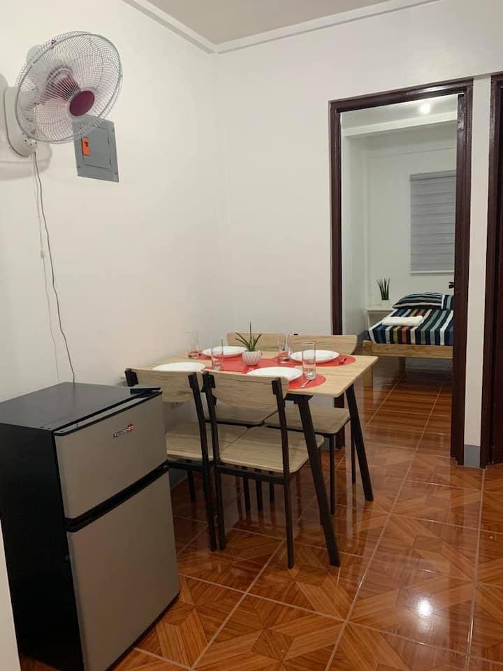 Lucky Apartment w/ 100 Mbps Wifi -15 min walk BGC
