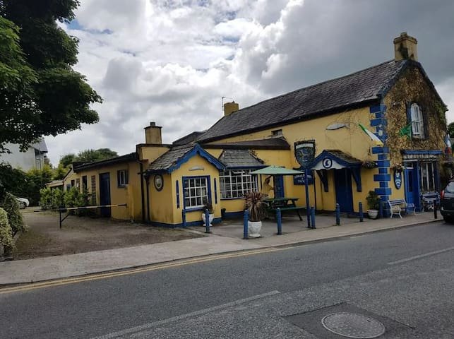 Traditional Historic Irish Pub, Double Bed, Room 3