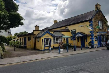 Traditional Historic Irish Pub Twin Single, Room 2