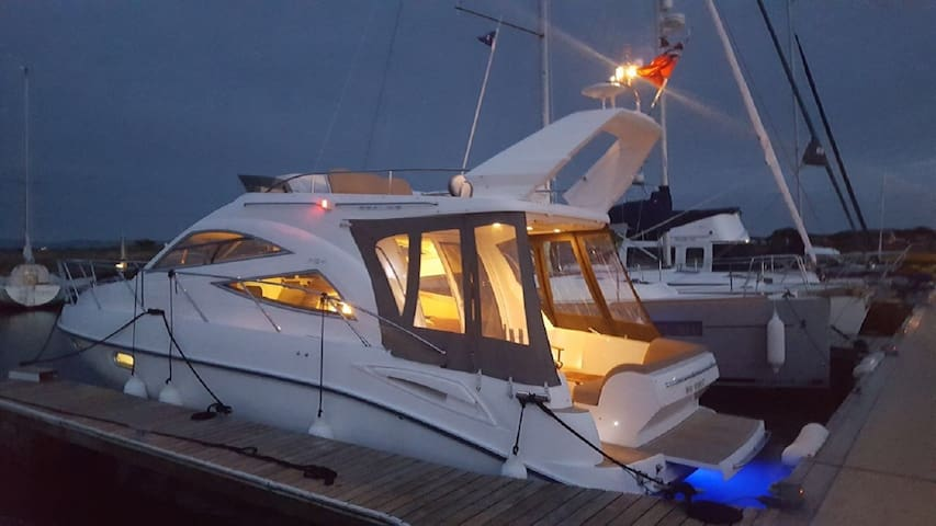 Mad Moment - 34 foot luxury boat with flybridge