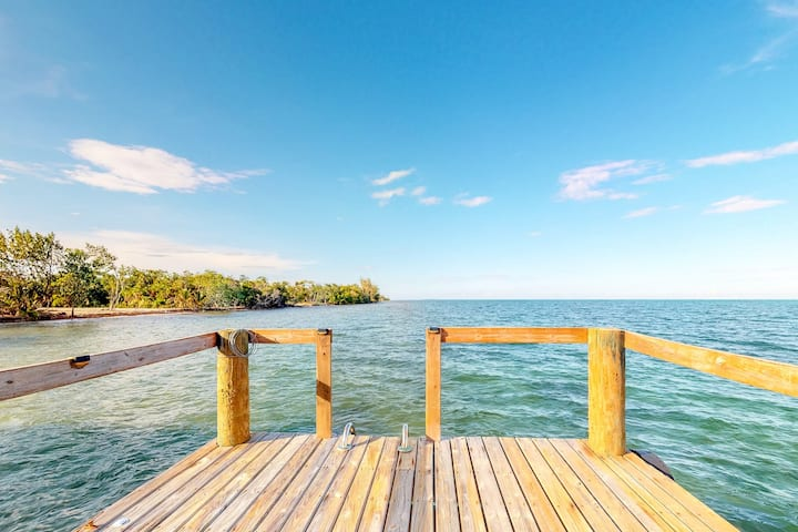 Beachfront house w/ private pool, kayaks, strong WiFi, partial AC & ocean views