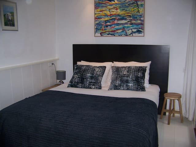 Perfect Studio on a canal,CITY CENTER, the Jordaan