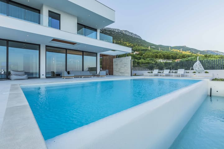 Luxury Villa Split Decora with an outdoor heated pool, jacuzzi, sauna and a private gym