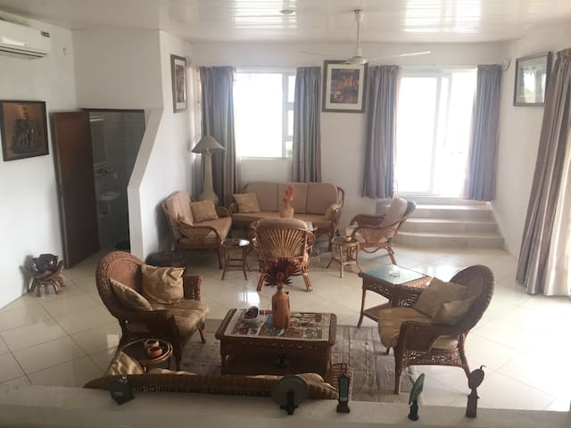 Beautiful Villa with private beach - Gomoa Fetteh - Villa