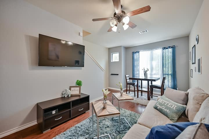 Cozy Townhome walk to UTA, Downtown, mins to AT&T