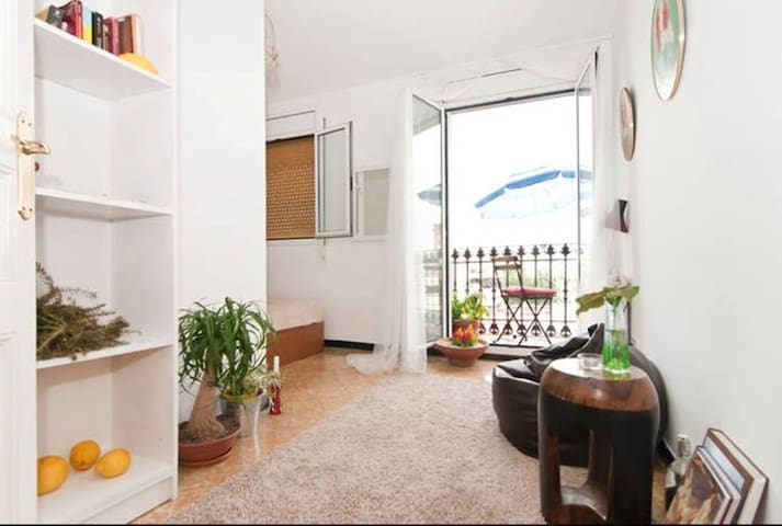 Central double room 5 minutes from the beach