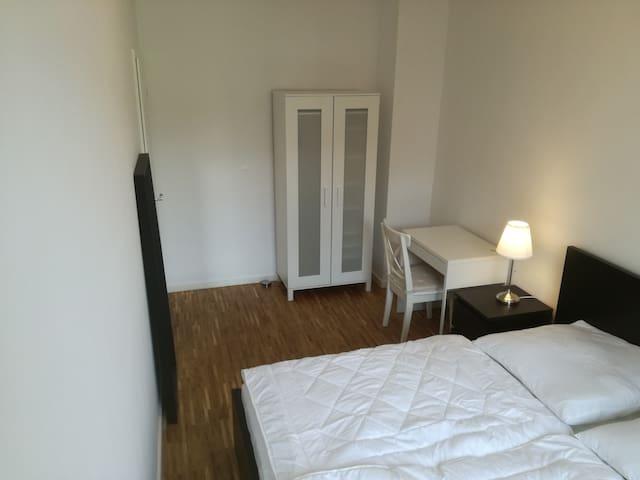 Privatzimmer, WiFi+Doppelbett im Nibelungenviertel