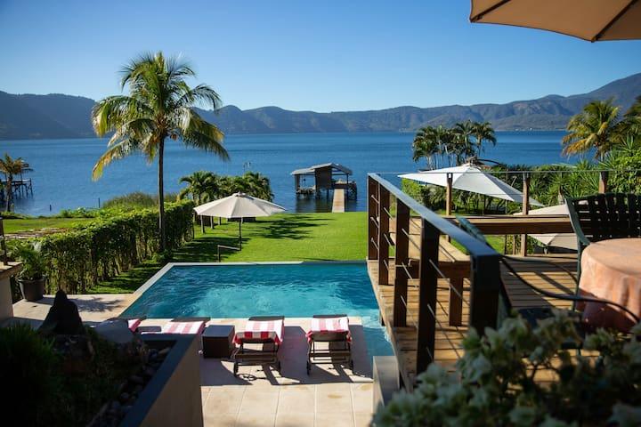 Casa Belvedere espectacular en  Lago de Coatepeque