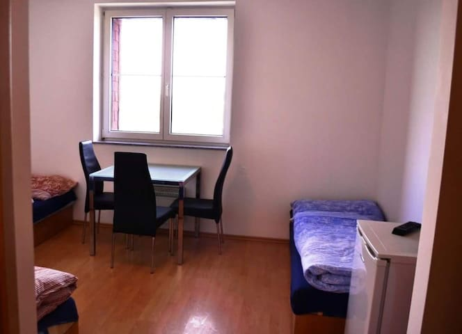 Spacious privat room 213 in the suburb of Prague