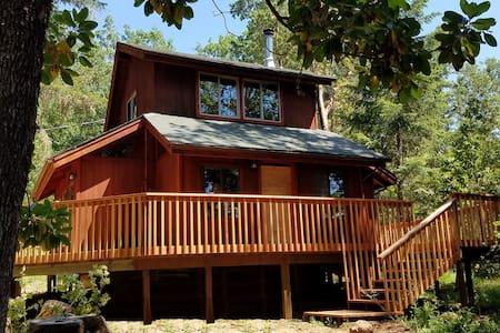 Redwood Cabin on Vineyard - Cave Junction