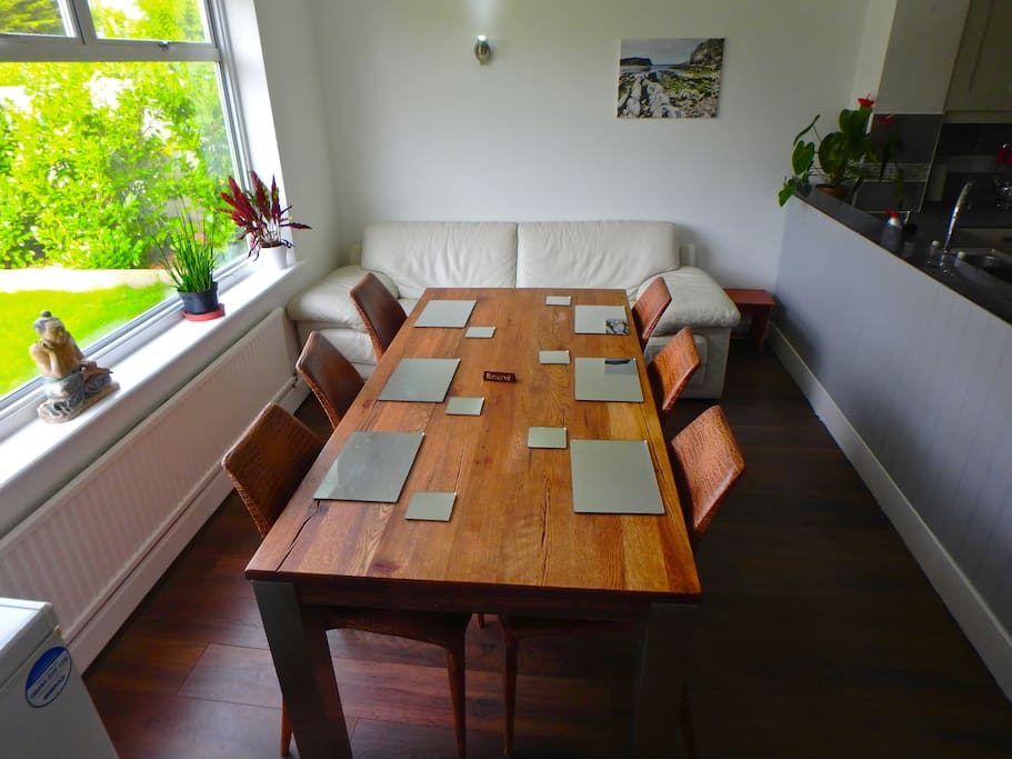 Dining table for 6/8 people