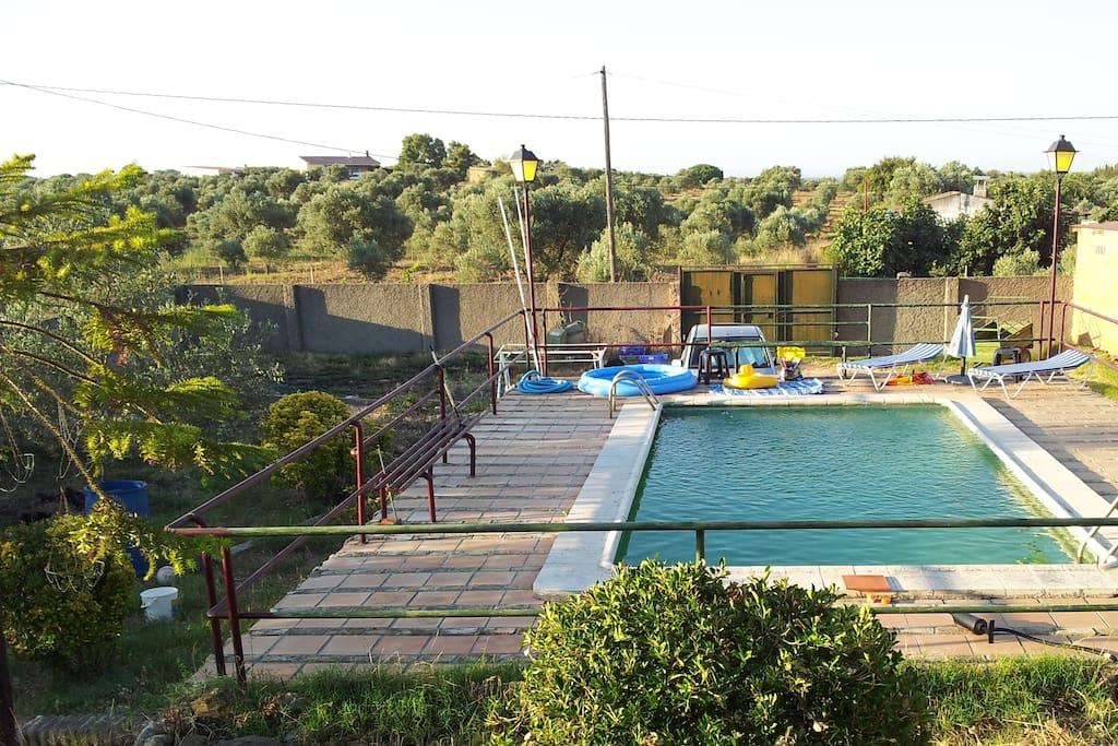 Casa rural con piscina san bartolome de la torre chalets for Casa rural con piscina madrid