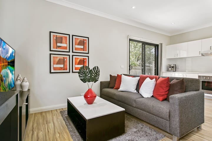 Ideal 2 Bed North Ryde Home, superb location!