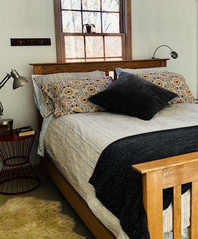 Queen Size Comfy Bed in Full Height Bedroom w 2 closets