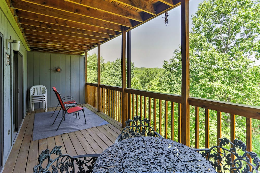 Enjoy scenic views and fantastic amenities when you stay at this 2-bedroom, 2-bathroom vacation rental condo in Branson West!