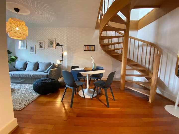 Stylish Duplex - Near Train Station & Lake