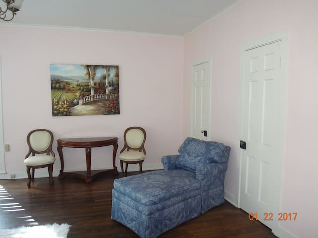 French Cottage at Crescent (Longview, Tx) - Longview - Talo
