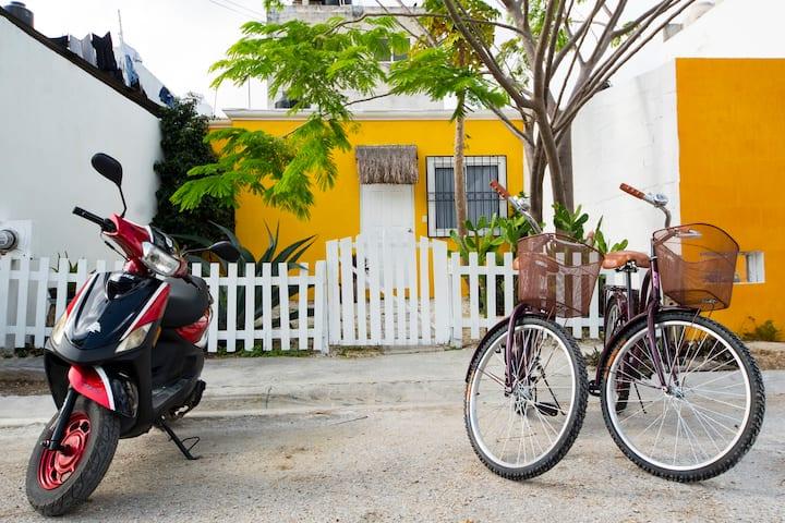 Casa Izamal. Incluye motocicleta y dos bicicletas