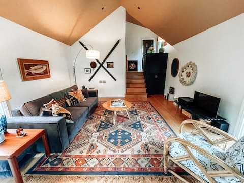Charming & Cozy Cottage In-Town Harbor Springs
