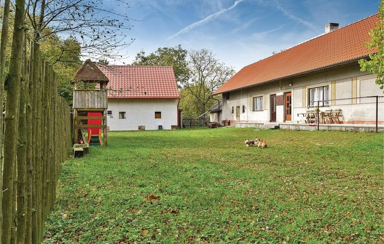 Holiday cottage with 2 bedrooms on 162 m² in Rabakov