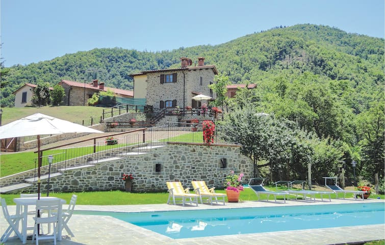 Holiday cottage with 4 bedrooms on 140m² in Ortignano Raggiolo AR