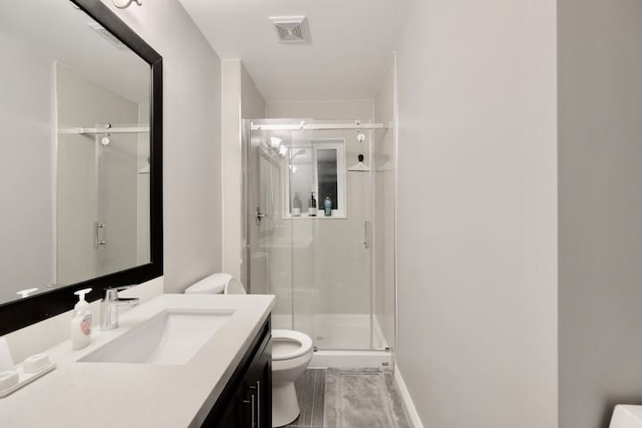 Shared Bathroom with 1.5 other rooms