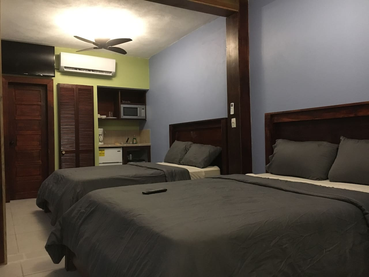 """View of the entire apartment. Very comfortable beds, 40"""" Flat Screen Tv, Fully Air Conditioned, small kitchenette!"""